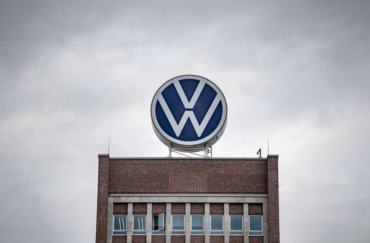VW bestreitet, sich mit Daimler und BMW abgesprochen zu haben. Foto: dpa/Sina Schuldt