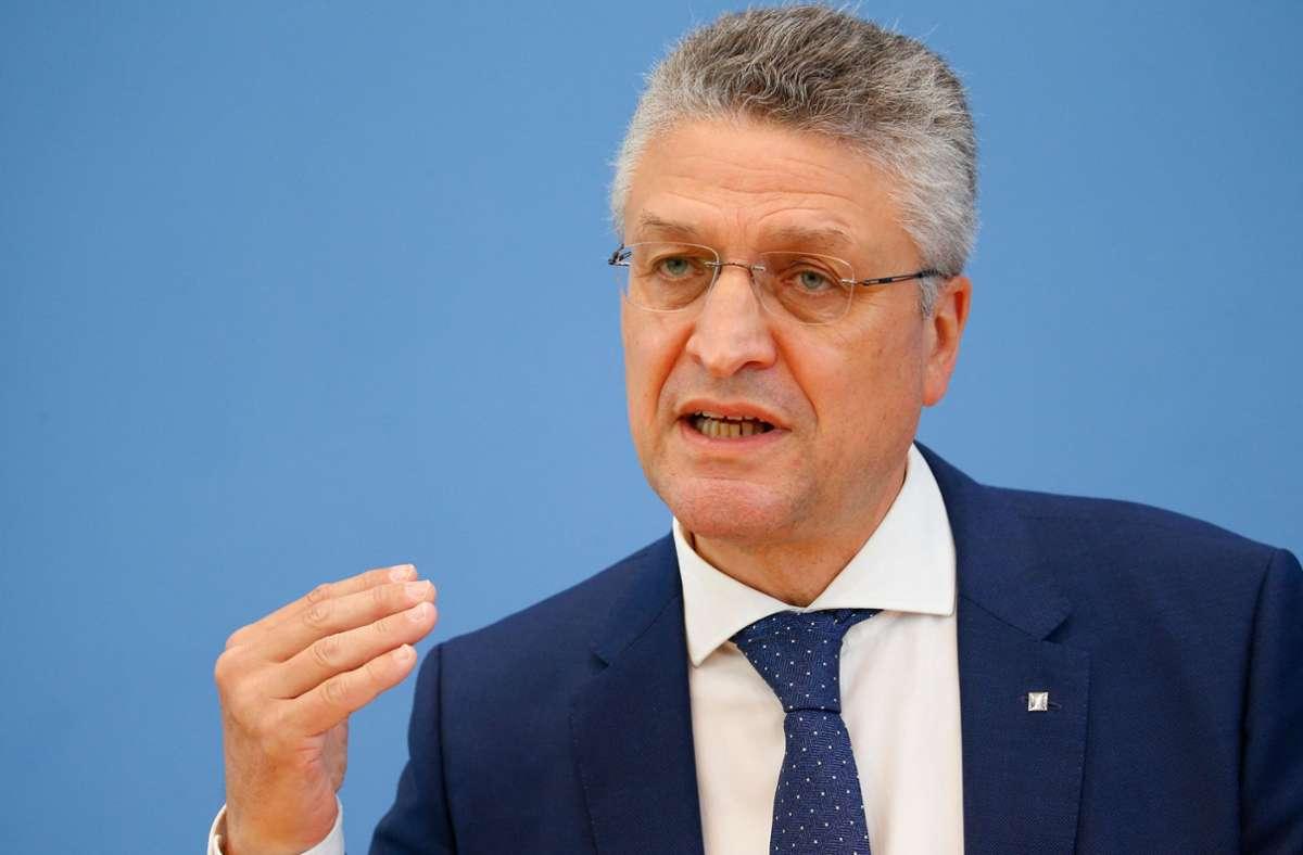 Das Papier präsentierte RKI-Chef Lothar Wieler am Montag bei einer Schaltkonferenz mit den Chefs der Staatskanzleien der Länder. (Archivbild) Foto: AFP/MICHELE TANTUSSI