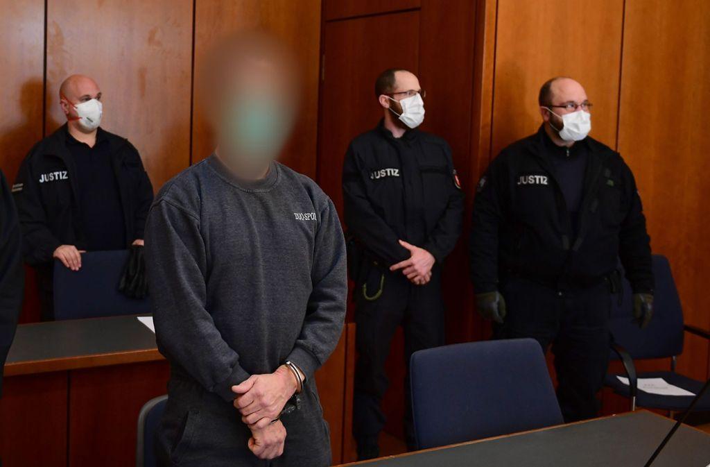 Der Angeklagte soll zwei Frauen ermordet haben. Foto: AFP/SWEN PFORTNER