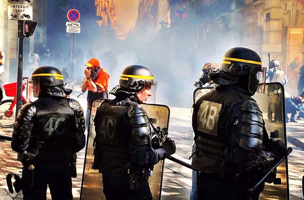 Mindestens 152 Menschen sind bei den Ausschreitungen in Paris laut Polizeiangaben vorläuft festgenommen worden. Foto: Knut/ Krohn