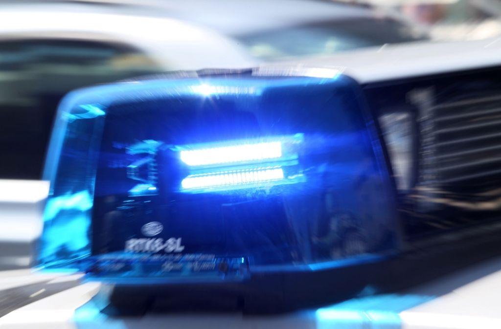 Die Polizei hat am Wochenende in Bayern einen vermissten Sechsjährigen tot in einem Teich gefunden. Foto: dpa