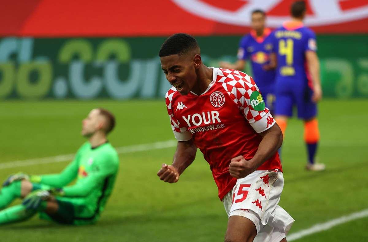 Der Mainzer Mittelfeldspieler Leandro Barreiro Martins feiert seinen Treffer zum 3:2 gegen RB Leipzig. Foto: AFP/KAI PFAFFENBACH