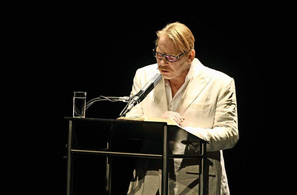 Da war er noch ruhig: Ben Becker am Mittwoch auf der Bühne  in Ludwigsburg Foto: Kuhnle