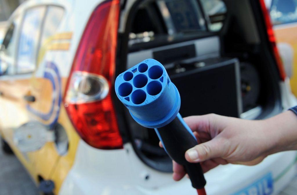 Für die Fertigung von Elektroantrieben werden viel weniger Mitarbeiter benötigt als für Verbrennungsmotoren. Foto: dpa