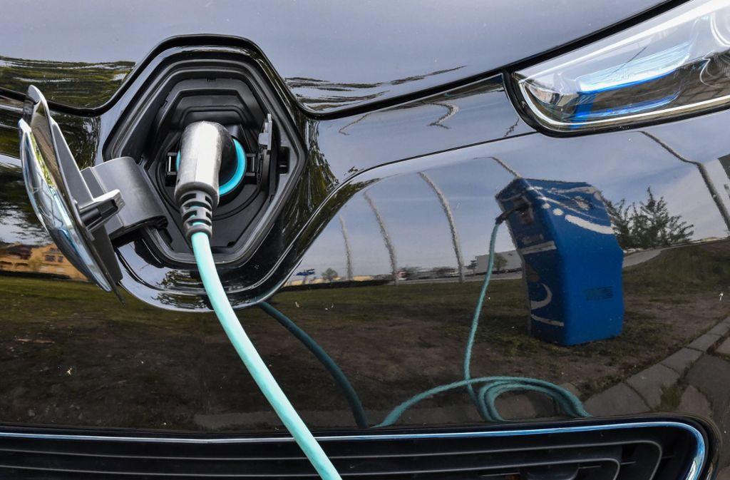 Ein Elektroauto wird aufgeladen. Foto: dpa