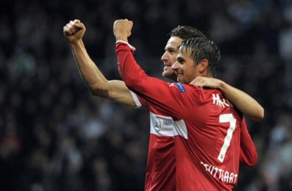 Schön parallel: Christian Gentner (links) und Martin Harnik bejubeln den Sieg. Foto: dpa