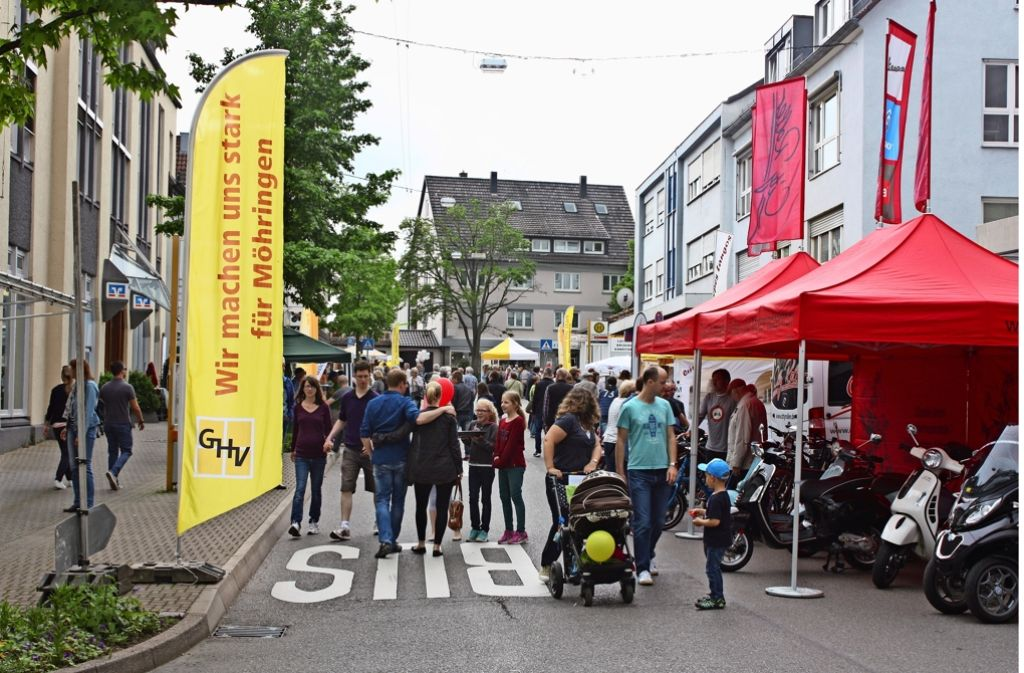 Mehr als 30 Geschäfte beteiligten sich am verkaufsoffenen Sonntag. Dazu gab es viele Aussteller auf der Filderbahnstraße. Foto: R. Stahlberg