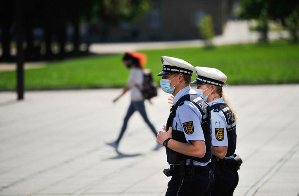 Die Polizei kontrollierte zwischen dem 23. März und dem 29. April mehr als 222 000 Menschen. (Symbolfoto) Foto: Lichtgut/Max Kovalenko