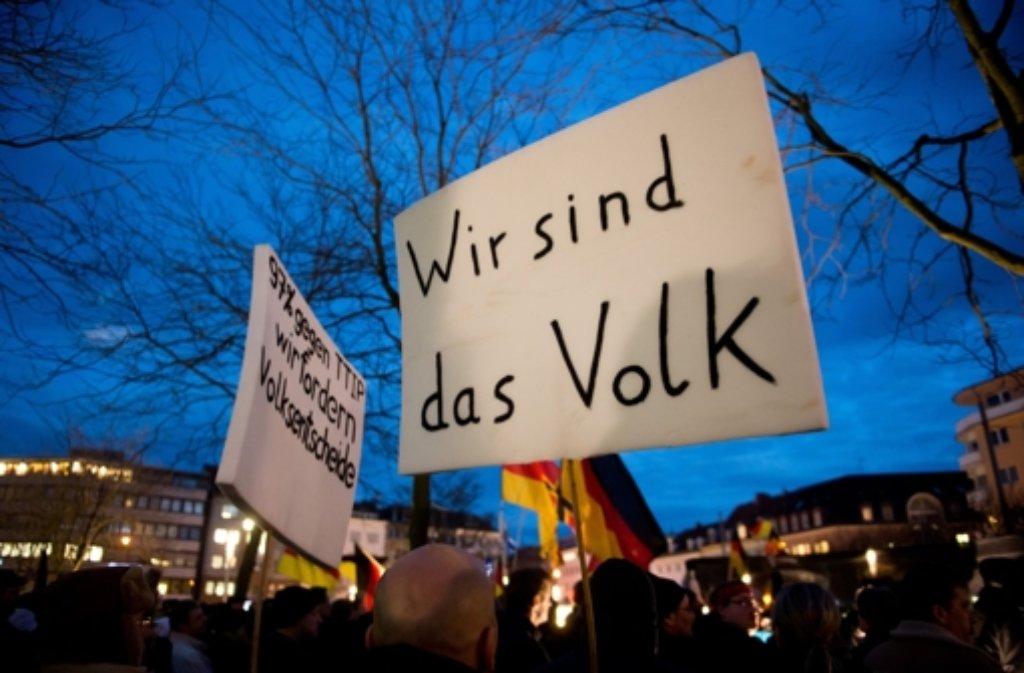 Bereits vergangene Woche waren Pegida-Demonstranten in Karlsruhe auf die Straße gegangen. Foto: dpa
