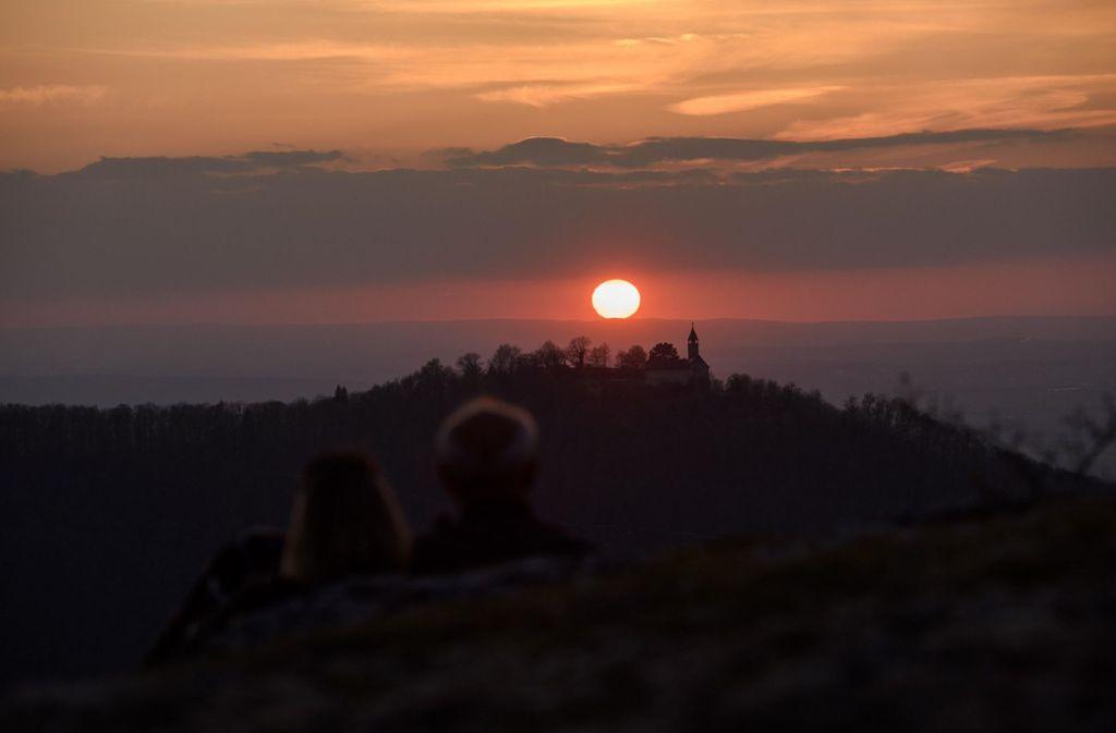 Warum am Wochenende nicht auch mal mit dem Zug die Region erkunden? Wie zum Beispiel hier die Burg Teck. Foto: 7aktuell.de/Oskar Eyb