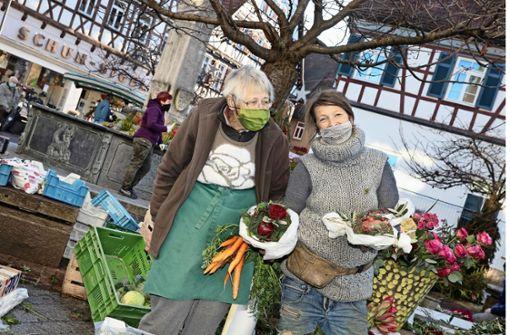 Blumenverkauf an der Tanke –  aber Fachgeschäft muss zu bleiben