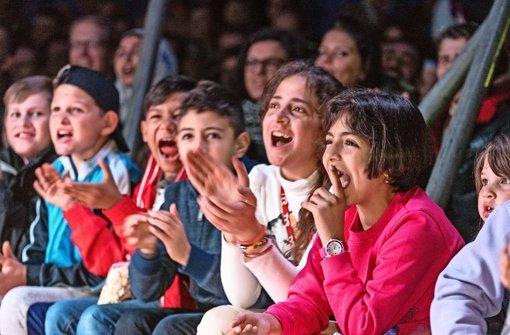 Lachende Kinder, die mit großer Begeisterung mit den Artisten in der Manege mitfiebern – die Veranstalter der Zirkus-Gala haben ihr Ziel erreicht. Foto: factum/Weise