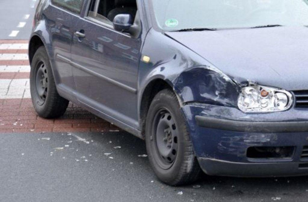 Sechs Männer und eine Frau sollen in den vergangenen Jahren in ganz Stuttgart Unfälle provoziert und dann die Versicherungssumme eingestrichen haben (Symbolbild). Foto: dpa