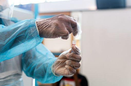 Erneut über 2000 Neuinfektionen –  Rate positiver Tests steigt