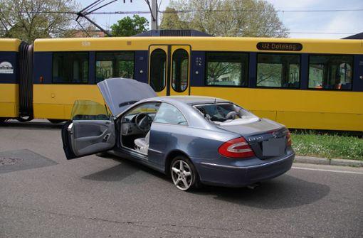 Mercedes kollidiert mit U2 – Behinderungen im Stadtbahnverkehr