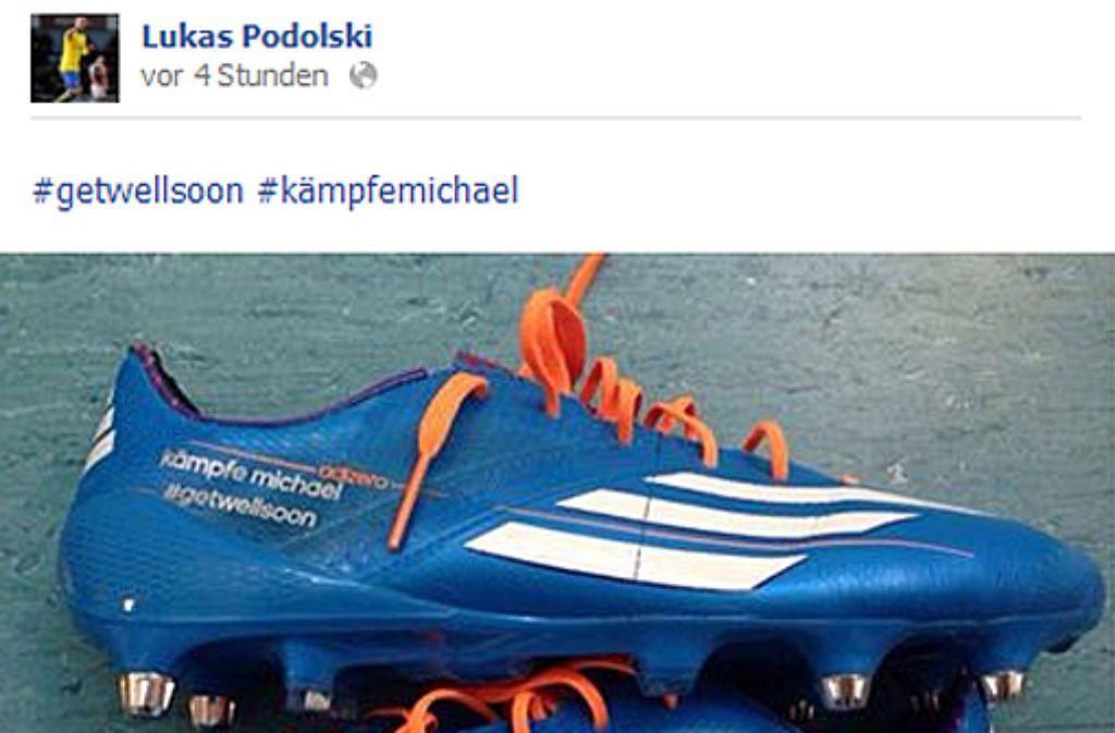 Mit diesem Schuh wird Lukas Podolski (Arsenal London) am Mittwochabend gegen Manchester United auf Torejagd gehen. Foto: facebook.com/LukasPodolski | Screenshot: SIR