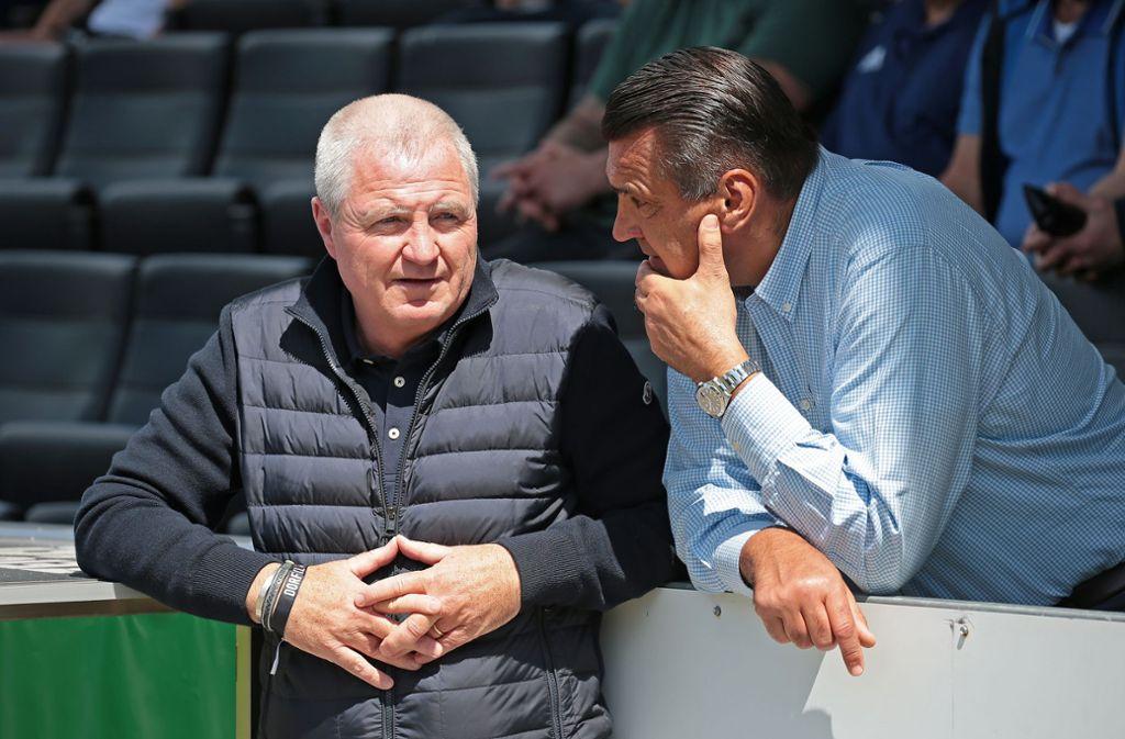 Im engen Austausch: Kickers-Präsident Rainer Lorz (li.), Aufsichtsratschef Christian Dinkelacker. Foto: Baumann