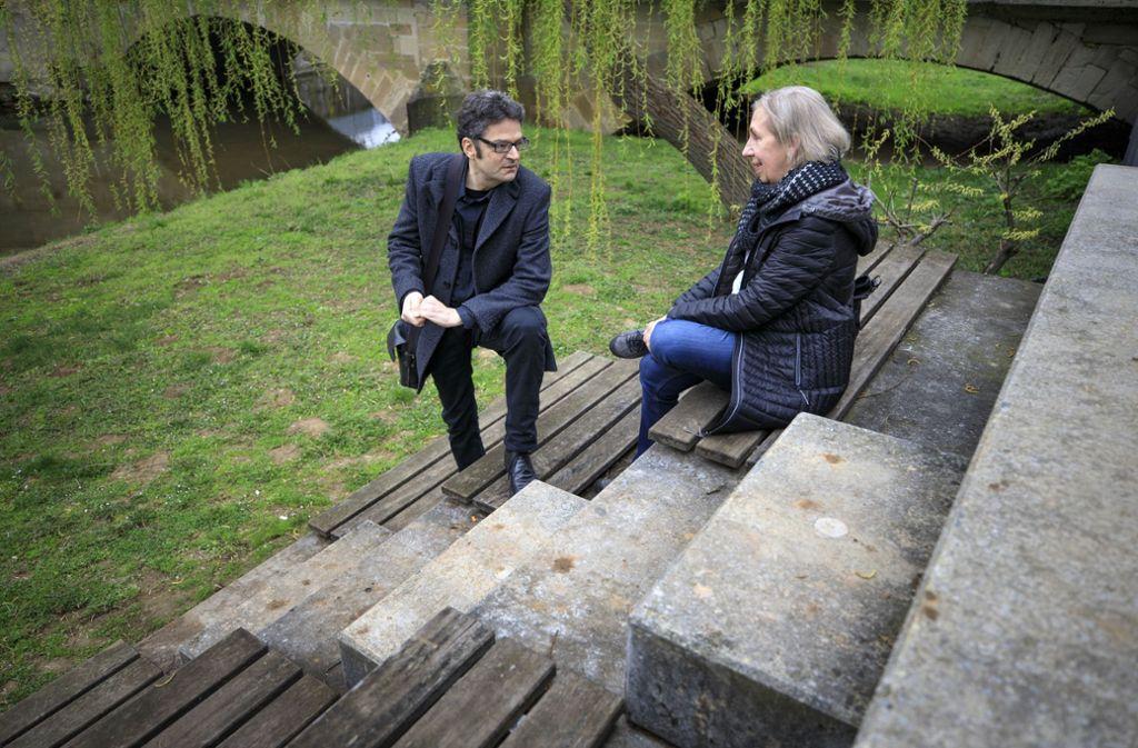 Peter Kundmüller und die Illustratorin Gisela Pfohl haben    sich von der Rems  zu einem Buch inspirieren lassen Foto: Gottfried Stoppel