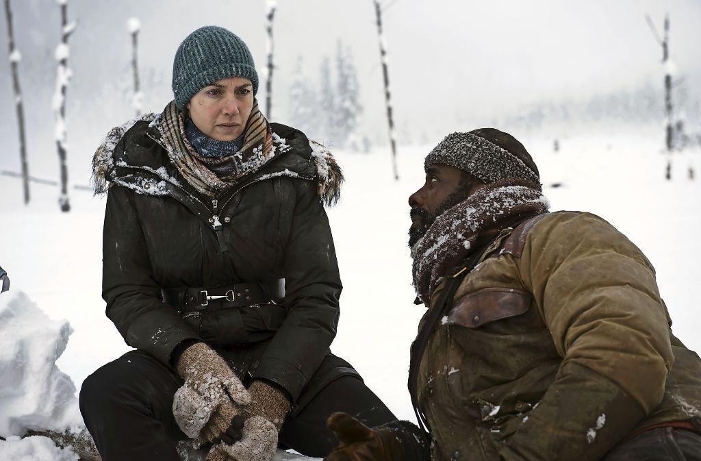 """Kate Winslet und Idris Elba in """"Zwischen zwei Leben – The Mountain between us"""" Foto: Verleih"""