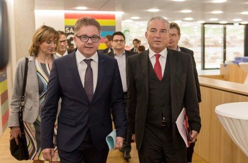 Der gescheiterte CDU-Spitzenkandidat Guido Wolf (links) und CDU-Landeschef Thomas Strobl auf dem Weg zu dem Sondierungsgespräch mit der SPD. Wolf steht in der CDU unter Druck, Strobl will in der Bundespolitik bleiben. Foto: dpa