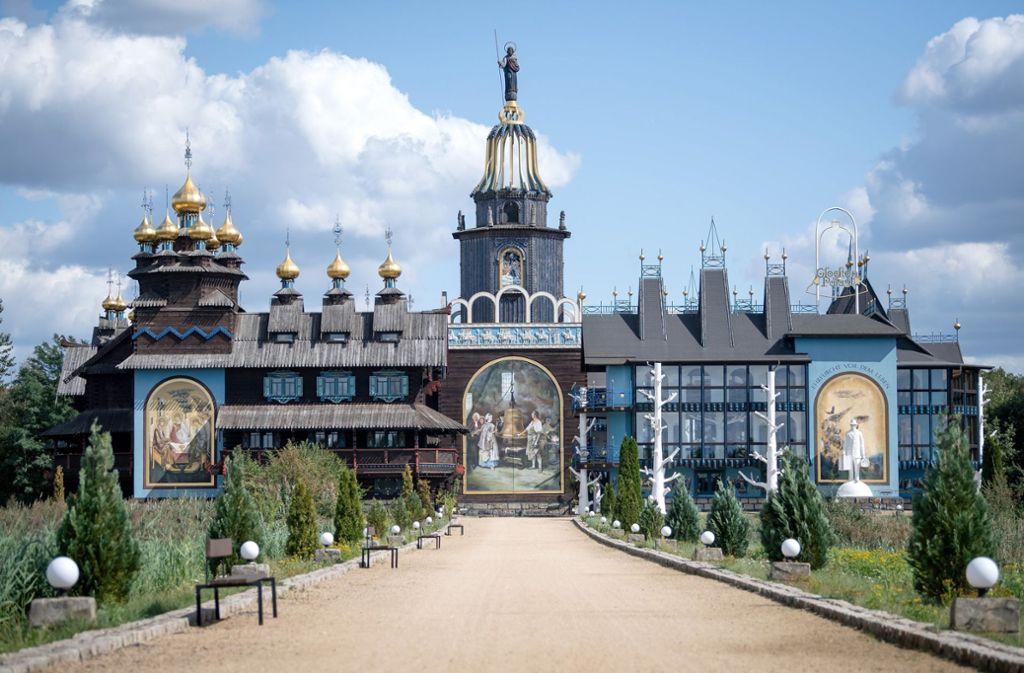 """Der """"Glockenpalast"""" in Gifhorn steht zum Verkauf. Foto: dpa/Sina Schuldt"""