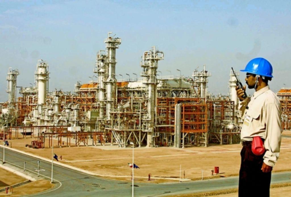 Der Iran besitzt riesige Erdöl- und Gasreserven. Um die Produktion auszuweiten, muss in die   Anlagen investiert werden. Foto: AFP, dpa