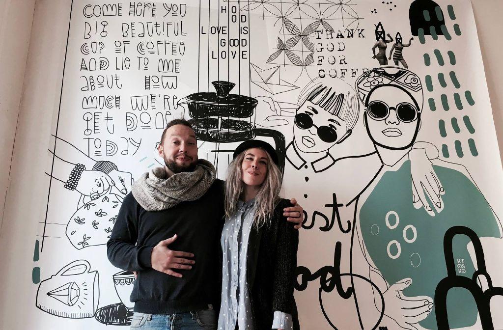 Stoff Büttner und Anna Ruza freuen sich auf die erste Hoodlove in und vor ihrem Kiosko. Foto: Tanja Simoncev
