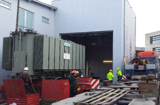 76-Tonnen-Trafo wird nachts angeliefert