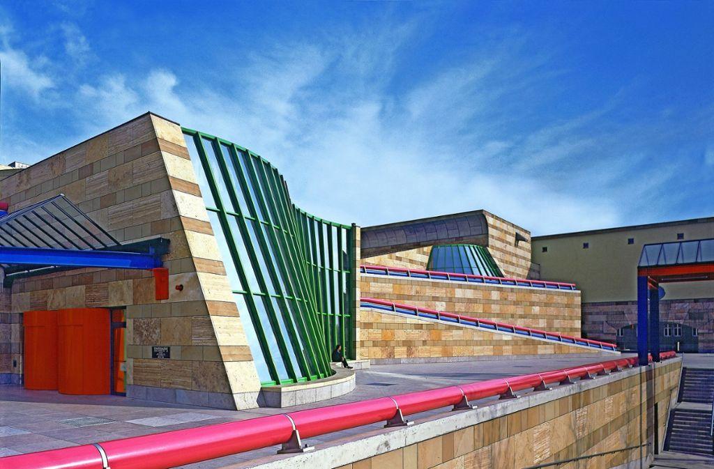 Opulente Bauskulptur: die Neue Staatsgalerie im Jahr 1984. Vier Jahre später  wurde der James-Stirling-Bau mit dem Hugo-Häring-Landespreis ausgezeichnet. Foto: Peter Walser