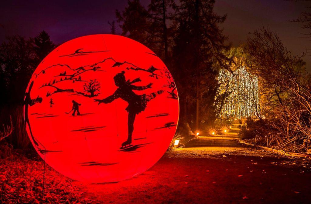 Licht ist das bestimmende Element für die Stimmung im Christmas Garden.    Foto: Michael Clemens