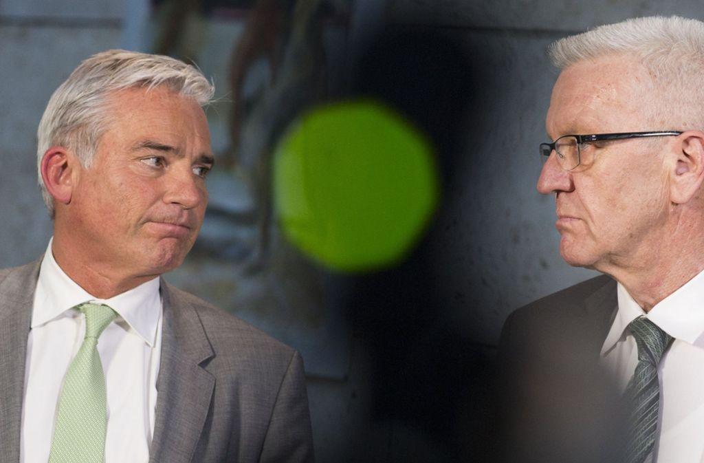 Bergfest für die Koalitionäre: Die Hälfte der Legislaturperiode ist um für die grün-schwarze Regierung unter Führung von Winfried Kretschmann (re.) und Thomas Strobl. Foto: dpa