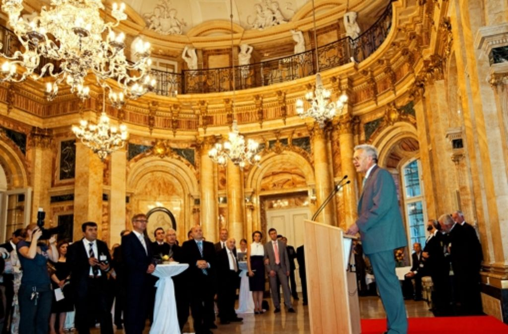 Ministerpräsident Kretschmann – hier beim Fastenbrechen mit Muslimen – sucht den Dialog mit allen verfassungstreuen religiösen Gruppierungen. Foto: dapd