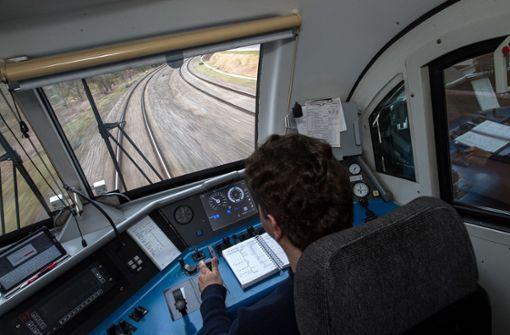 Bahn bildet mehr Flüchtlinge zum Lokführer aus