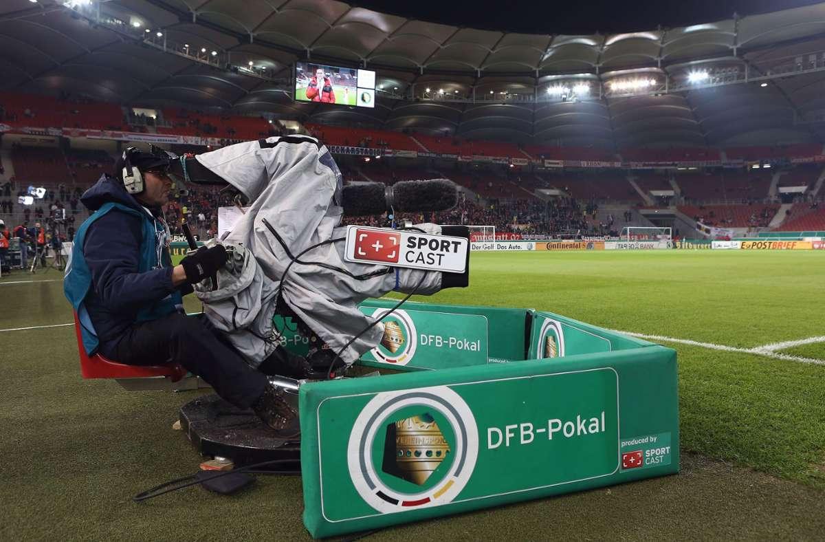 Welcher Sender darf zukünftig die Topspiele des DFB zeigen? Die Ausschreibung der Übertragungsrechte ist ein komplexes Verfahren. (Archivbild) Foto: Pressefoto Baumann/Hansjürgen Britsch