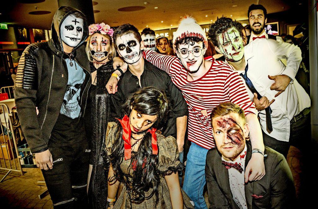 Gruselig rausgeputzt: Gäste im SI-Zentrum feiern Halloween in schaurigen Kostümen. Foto: Lichtgut/Julian Rettig