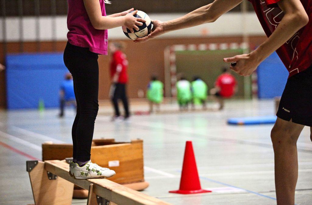 Beim Sport kommt es immer wieder zu Körperkontakt. Was ist okay und was nicht? Schutzkonzepte helfen, diese Frage zu beantworten. Foto: Patricia Sigerist