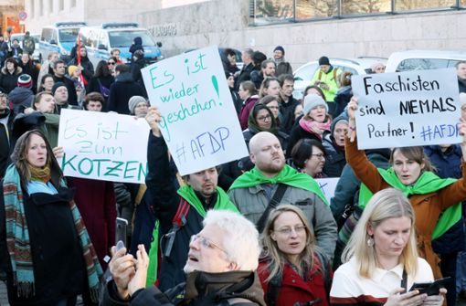 Tausende bei Demonstrationen aus Protest gegen Kemmerich-Wahl
