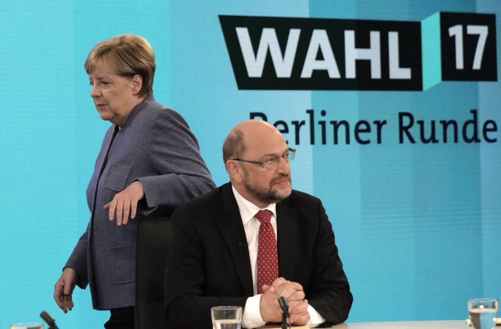 So sehen Verlierer aus: Angela Merkel und Martin Schulz am Wahlabend. Foto: AP