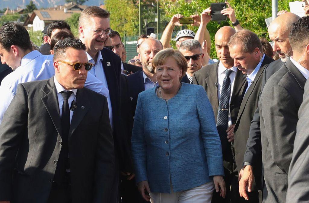 Angela Merkel kommt ins Trainingslager der Deutschen Nationalmannschaft in Eppan. Foto: Bongarts