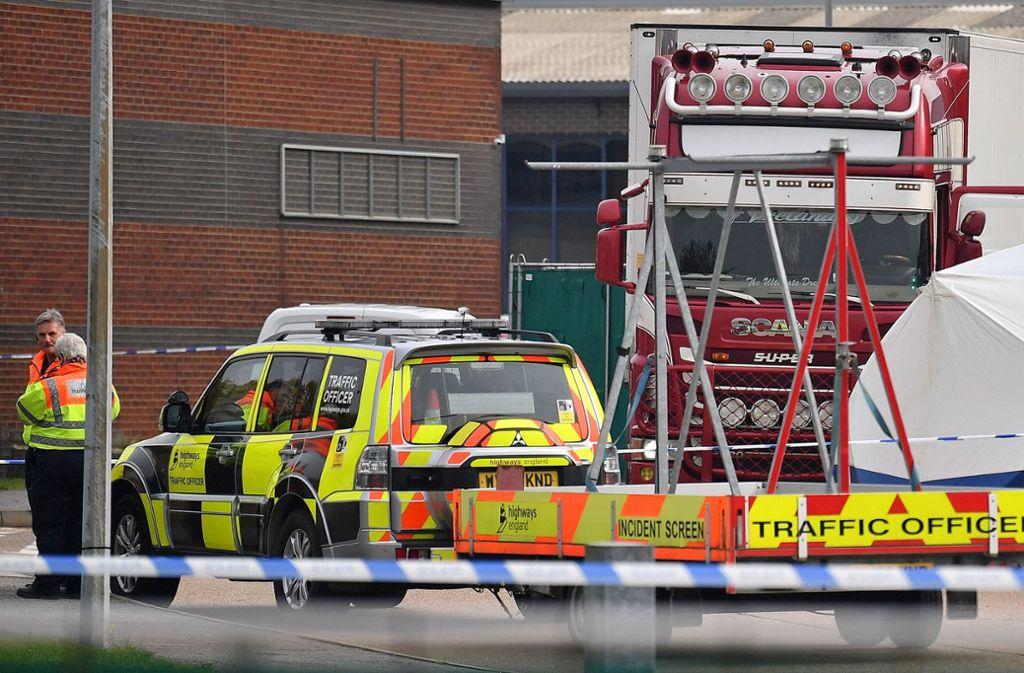 Die Polizei in Großbritannien hat in einem Lastwagen einen grausigen Fund gemacht. Foto: AFP/BEN STANSALL