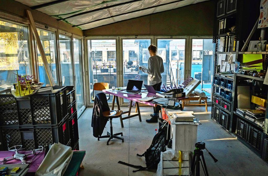 Blick aus dem Büro der Architekten umschichten auf die Container City. Foto: Lichtgut/Max Kovalenko