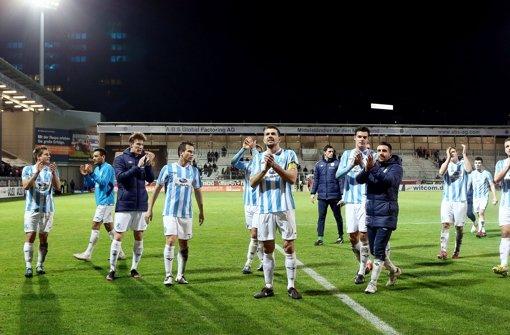 Die Stuttgarter Kickers freuen sich über den 2:0-Sieg gegen den SV Wehen Wiesbaden. Foto: Pressefoto Baumann