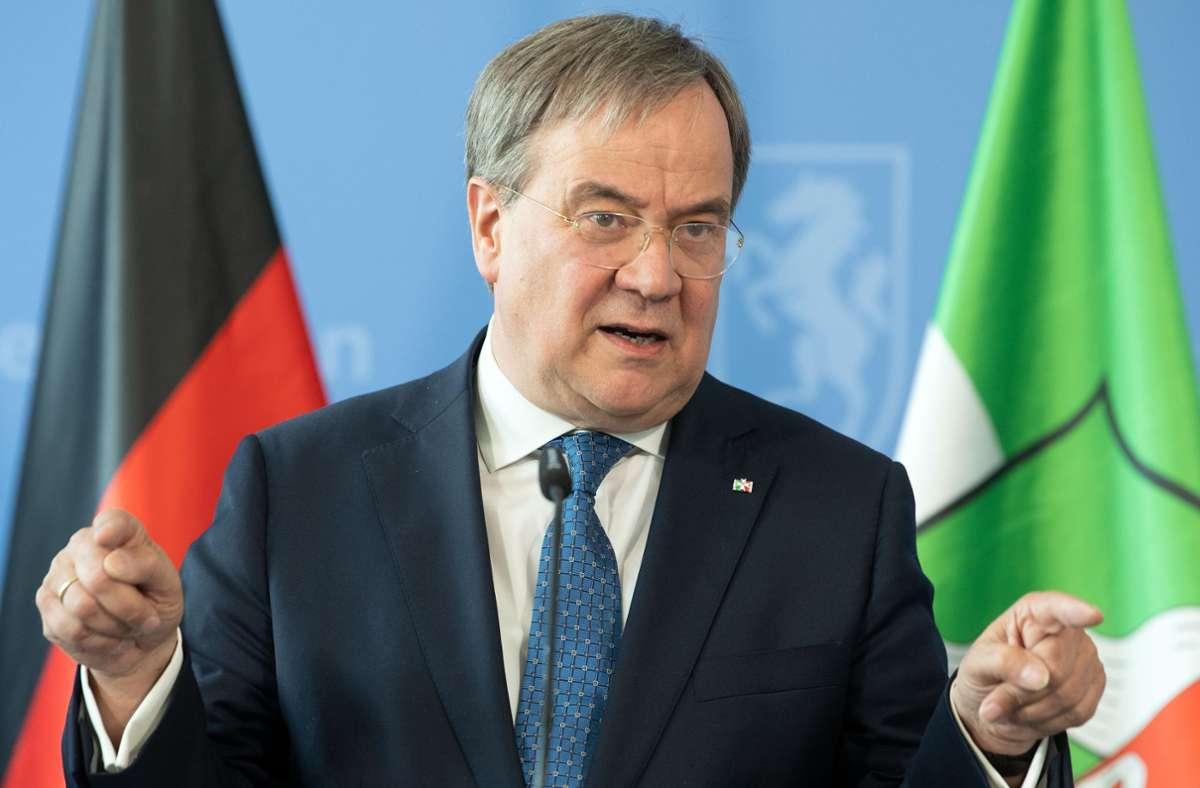 Ministerpräsident Armin Laschet verkündete, dass die Einschränkungen für den Kreis Warendorf auslaufen. Foto: dpa/Federico Gambarini