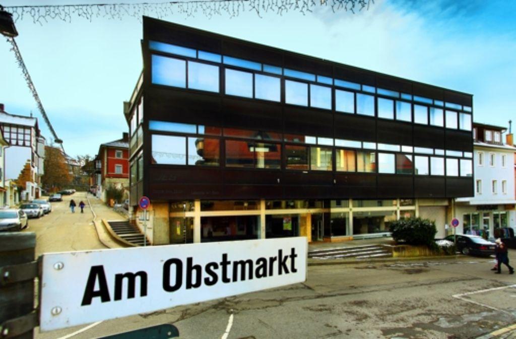 Demnächst soll in das leer stehenden Gebäude wieder Läden einziehen. Foto: Frank Eppler