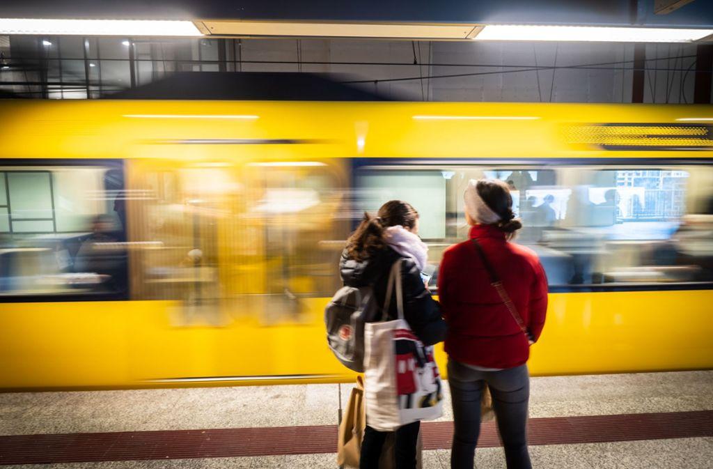 Schüler und Azubis fahren vom nächsten Schuljahr an günstiger Bus und Bahn. Foto: Lichtgut/Achim Zweygarth