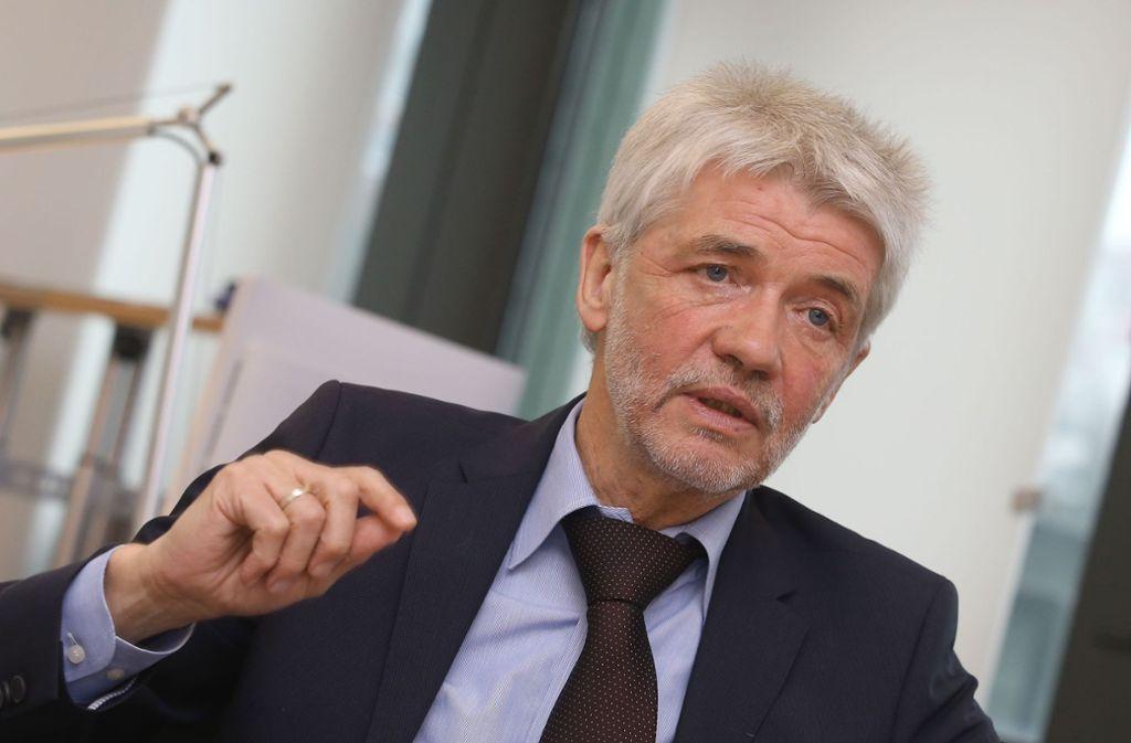 Wünscht dem Ex-General alles Gute: Skiverbands-Präsident Franz Steinle Foto: Pressefoto Baumann