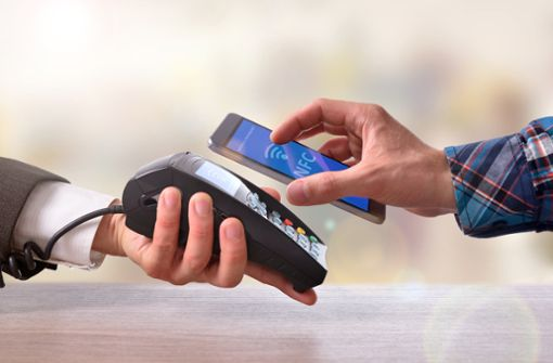 Bezahlen per Smartphone setzt sich zunehmend durch.