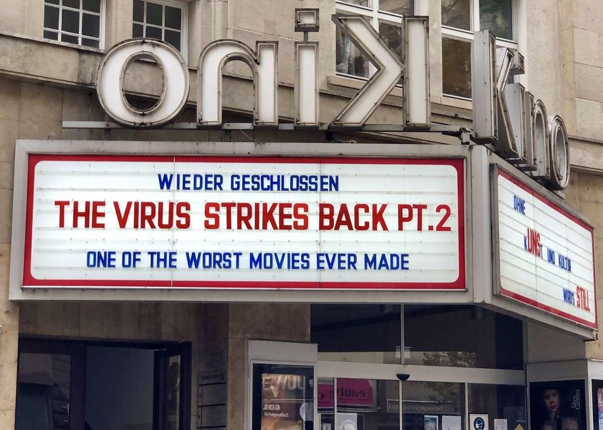 Die wohl berühmteste Kino-Werbetafel der Welt kann jetzt für persönliche Grußbotschaften gemietet werden. Damit werden die Stuttgarter Arthaus Kinos in der anhaltenden Corona-Krise unterstützt.  Foto: Joachim Baier