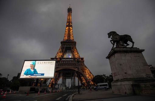 Paris würdigt Ärzte, Krankenschwestern und Lehrer