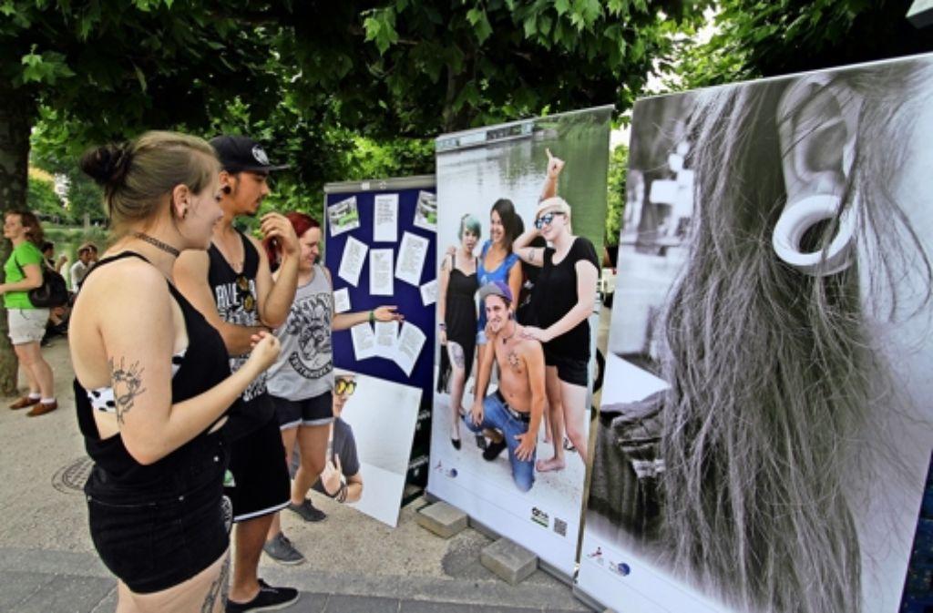 Sehen und gesehen werden: die Kunstwerke auf der Haut sagen etwas über die  Person aus, die sie trägt. Die Fotos des  Jugendprojekts   werden am Unteren See gezeigt. Foto: